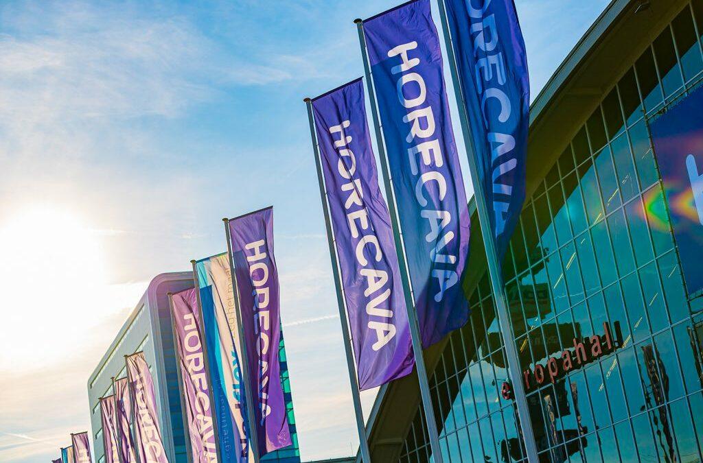 Foto van de vlaggen van Horecava ter aankondiging van de Virtuele Horecava 2021